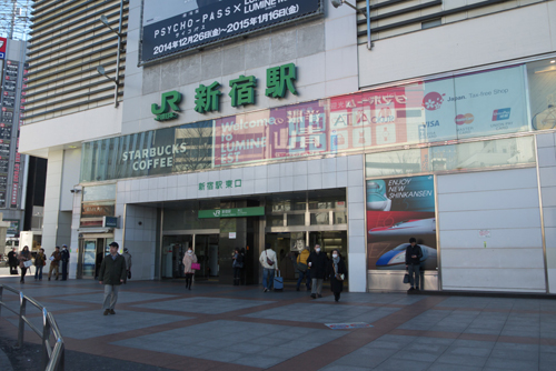 新宿駅東口の交番前