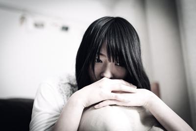 独占欲の強い疑心暗鬼な女性のイメージ